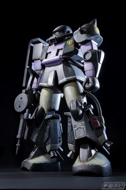 ▲和田淳(INFINITE COLOR)が製作した「メガリミテッド 1/30 バブルキャストモデル ザクII 三連星使用機」。