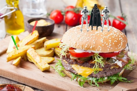 ▲平和な食卓に帝国軍現る!