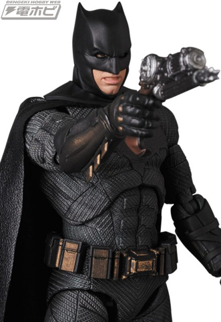 MAFEX-BATMAN_8