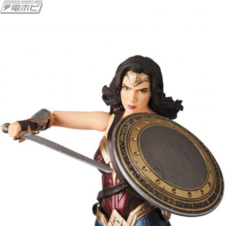 MAFEX-WONDER-WOMAN_2