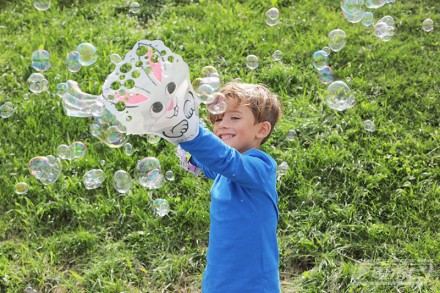 Glove-A-Bubbles_03_playimage_boy