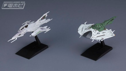 ▲「ツヴァルケ」(写真左)と、「デスバデーター」(写真右)の2機セットで登場。