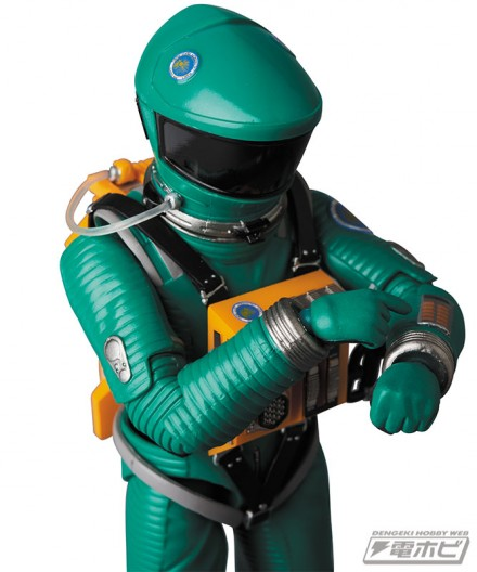 mt_04_mafex_mafex_spacesuit_green_blue_13