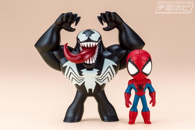 人気のグリヒル氏が描く可愛いスパイダーマンとヴェノムがフィギュア化。本商品には各キャラクターカードが封入されるほか、東京コミコン会場限定特典として、グリヒル