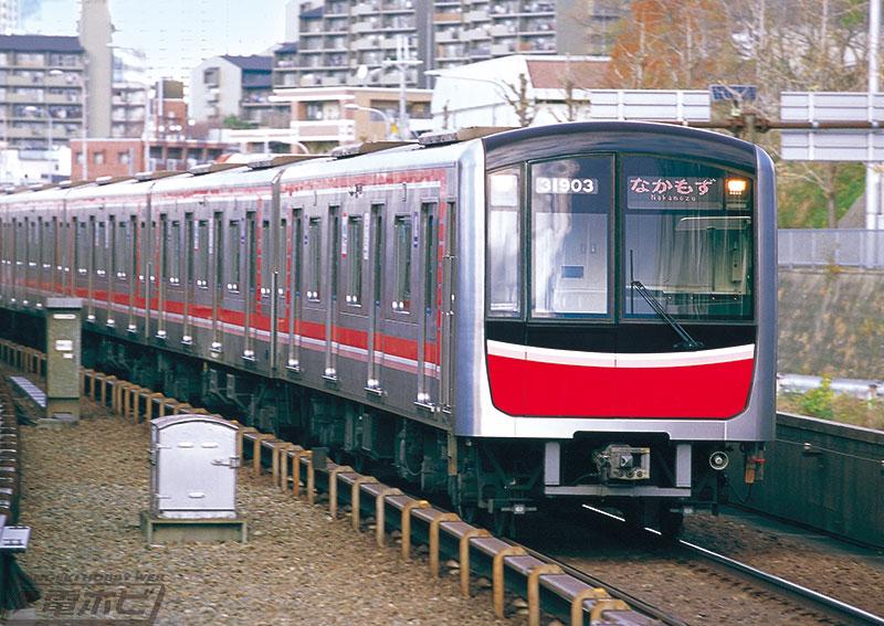 大阪の大動脈がプラレールに!「大阪メトロ御堂筋線30000系」がプラレールになって出発進行!